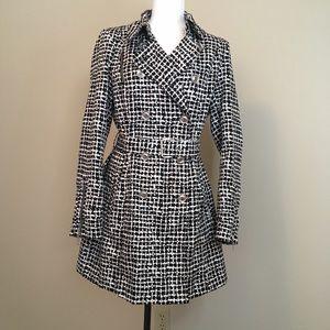 Trench coat. Size medium